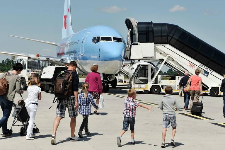 Aéroport Liège passager avions transport vacances voyage valises Jetair Fly compagnie aérien