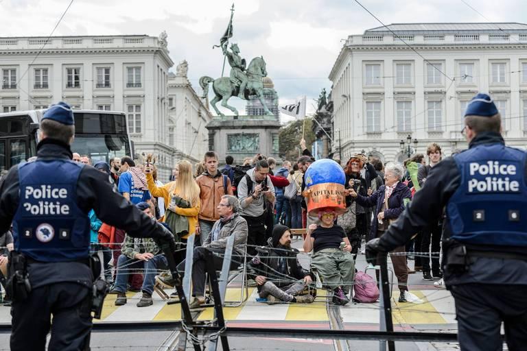 Réprimer les manifestations : une banalisation de pratiques policières inadmissibles en démocratie