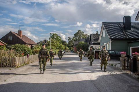 """""""Ils sont prêts à utiliser des moyens militaires pour réaliser des objectifs politiques"""" : la Suède se réarme face à un voisin russe inquiétant"""