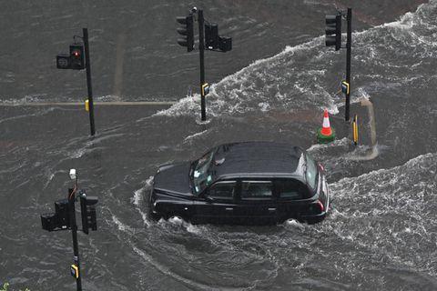 Les pluies torrentielles n'épargnent pas Londres: plusieurs chaussées inondées
