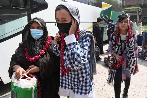 Après la prise de pouvoir des Talibans, de jeunes footballeuses afghanes trouvent refuge au Pakistan