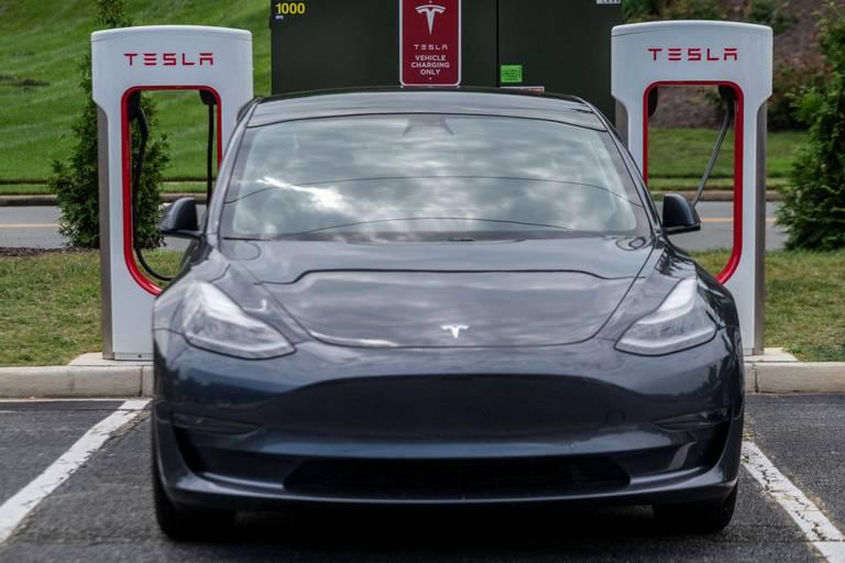 USA : une enquête ouverte sur l'autopilote de Tesla après plusieurs accidents