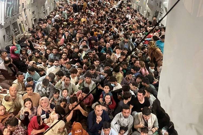 Il y avait 823 Afghans dans un avion militaire américain parti de Kaboul