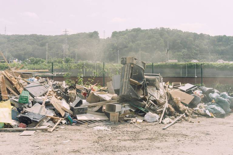 Inondations à Liège : 100 000 m³ de déchets ont été ramassés