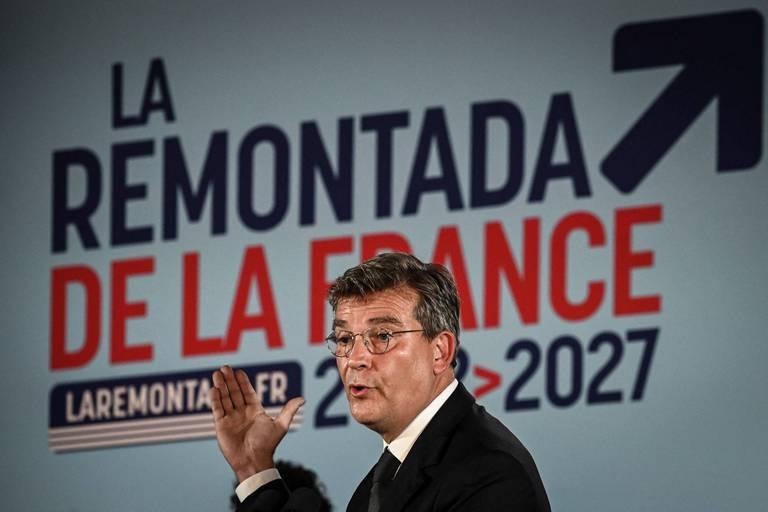 """Nouveau candidat à la présidentielle française, Montebourg et son slogan déjà moqués sur internet: """"Super la France"""", """"La France au top"""""""