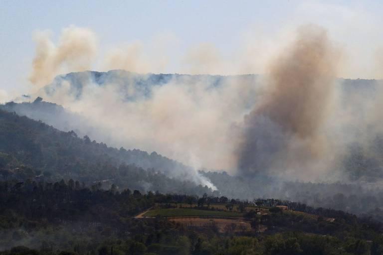 """Incendie sur la Côte d'Azur: les pompiers """"hyper vigilants"""" sur les jours à venir"""