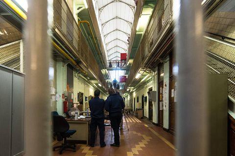 Bruxelles - prison de Forest: Marc-Jean Ghyssels (bourgmestre de forest) organise une visite de presse de la prison de Forest en presence de Jurgen van poecke (directeur de la prison de Forest)