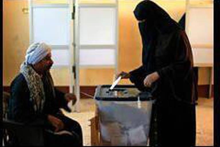 Egypte: la Constitution adoptée à 64%