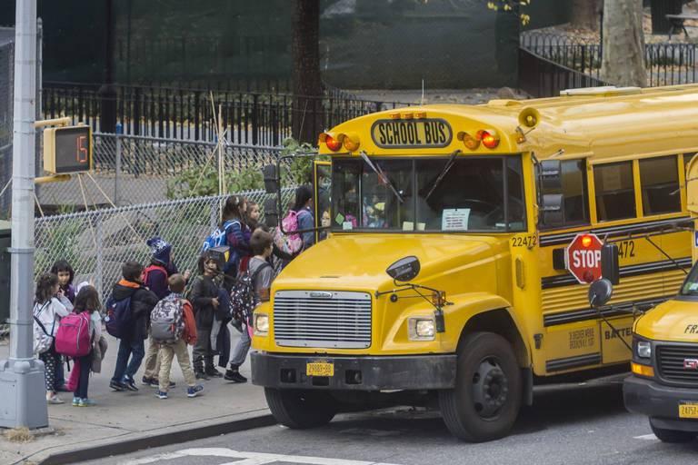 """Les élèves américains retournent enfin à l'école, mais sans les fameux """"school bus"""""""