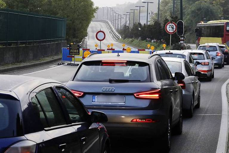 Illustration picture shows traffic jam as the Herrmann Debroux viaduct is closed for reparations works in Brussels, traffic jam. BELGA PHOTO NICOLAS MAETERLINCK