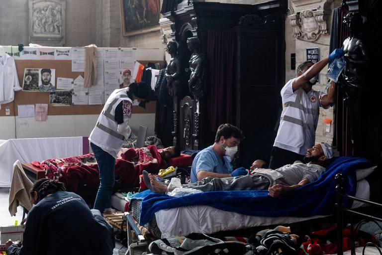 """En cas de décès d'un sans-papiers, le gouvernement serait-il responsable ? """"Il ne s'agirait pas d'une non-assistance à personne en danger"""""""