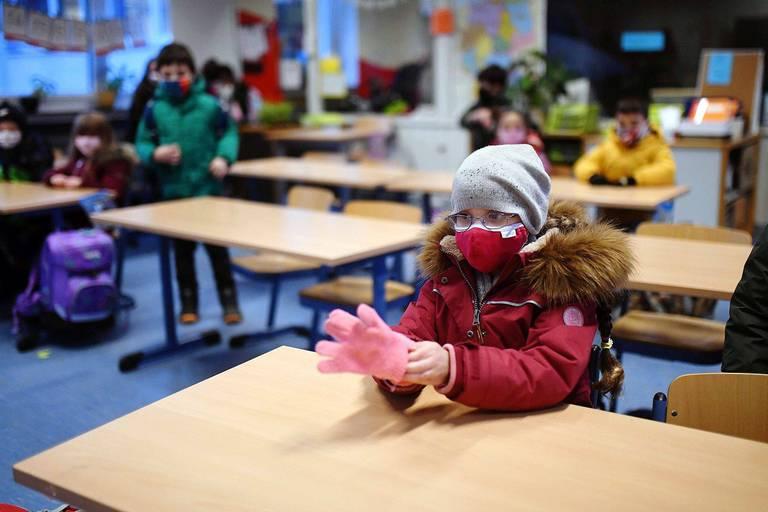 """""""Mon fils est rentré de l'école frigorifié!"""" L'aération des classes pour se prémunir du virus crée des tensions"""