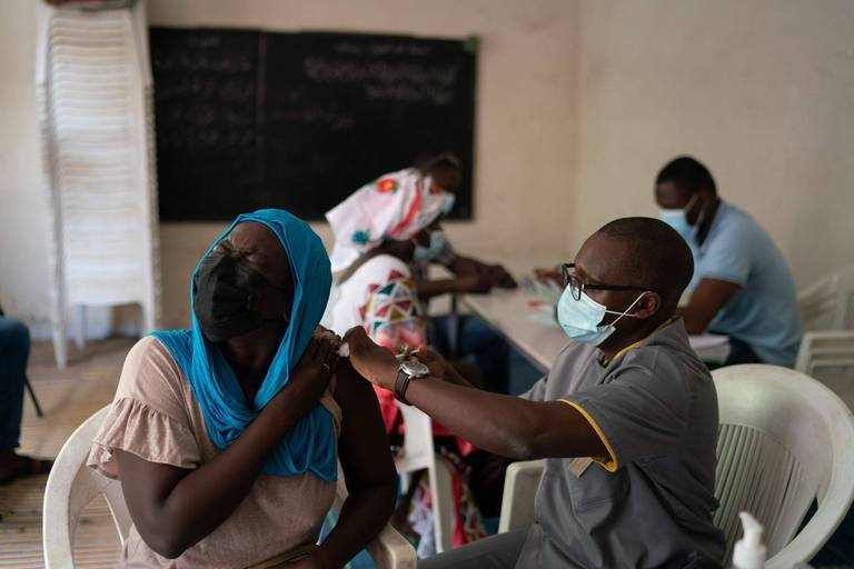 Coronavirus : 4 milliards de doses de vaccin injectées, inégalement réparties