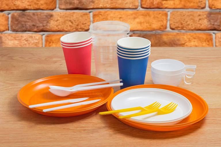 Des emballages et de la vaisselle jetable européens contaminés par des substances néfastes