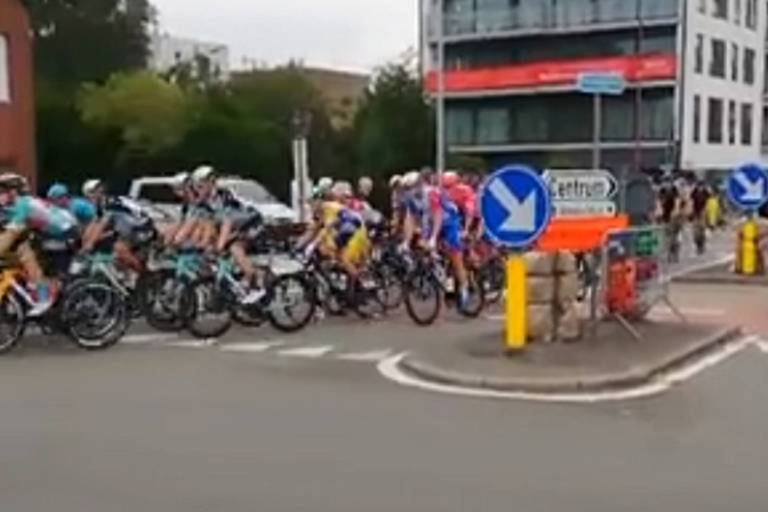 La quatrième étape du Tour du Benelux neutralisée après une grosse chute massive!