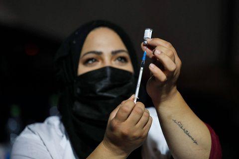 """""""Le vaccin est efficace, stoppons ce Delta"""" : Israël abaisse à 40 ans l'âge pour recevoir une 3e dose de vaccin"""