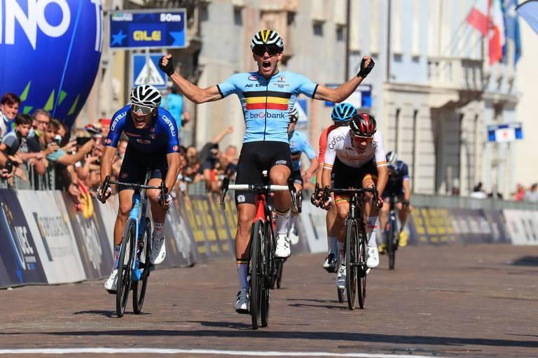Euro de cyclisme: Thibau Nys règle le groupe des favoris et devient champion d'Europe espoirs!