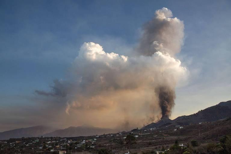 Eruption volcanique aux Canaries: l'aéroport de Palma à l'arrêt