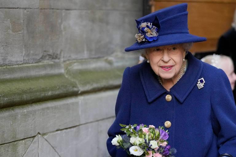 Sortie officielle d'Elizabeth II avec une canne, une première depuis 17 ans