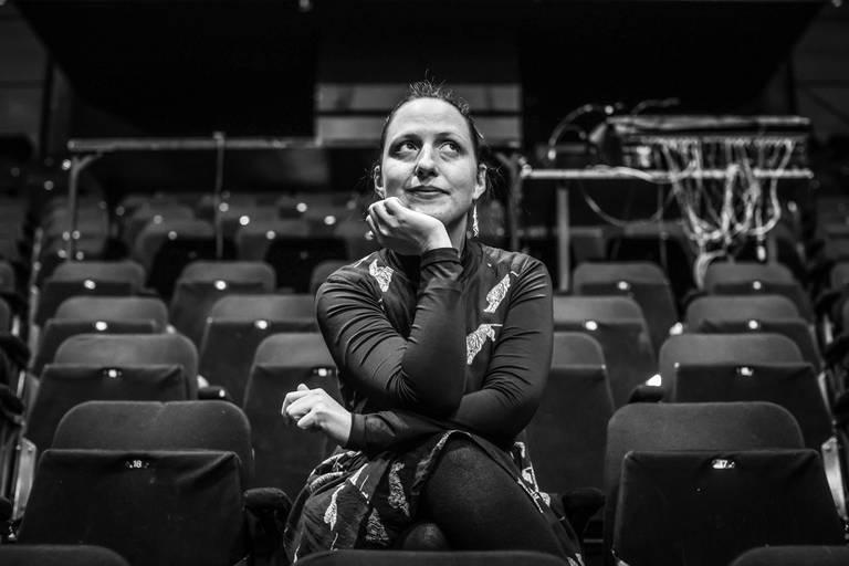 """Coline Struyf, metteuse en scène, enseignante à l'Insas, cofondatrice et codirectrice du collectif Mariedl, prendra les rênes du Varia à partir du 1erjuillet. """"La première chose que je vais devoir faire, c'est de la gestion de crise, dans un secteur en grande difficulté."""""""