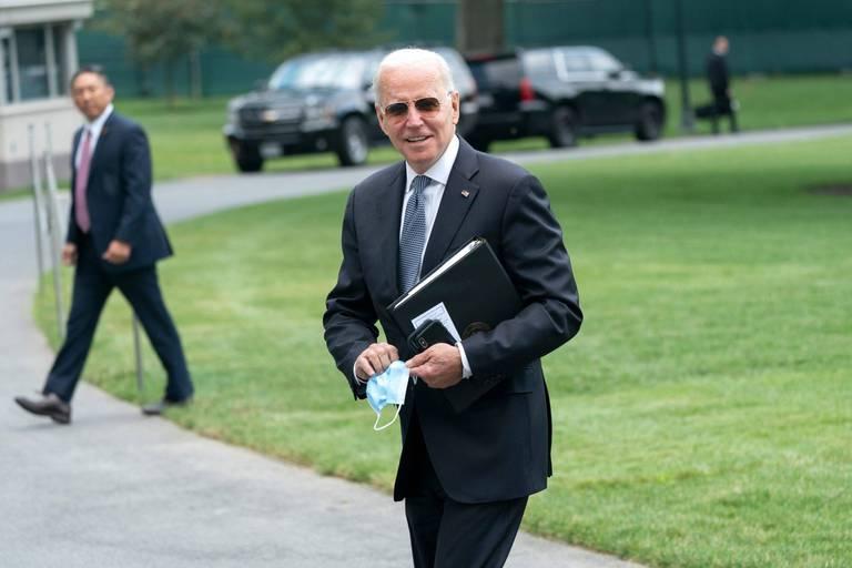 """Joe Biden encourage les Américains à sauter le pas: """"Vacciner l'Amérique et aider à vacciner le monde"""""""