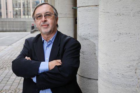 """Malgré le retard vaccinal, Yves Van Laethem applaudit """"l'ingéniosité"""" de Bruxelles"""