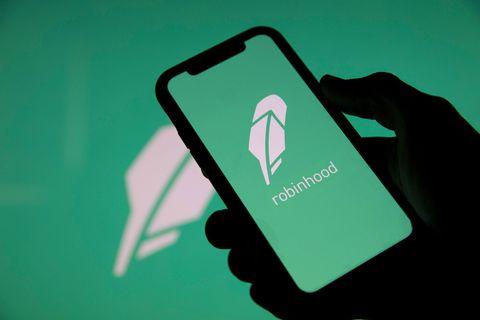 Fort de près de 18 millions de clients séduits par des coûts de transaction au plancher, Robinhood vient de déposer une demande d'introduction en Bourse aux autorités de marché à New York.