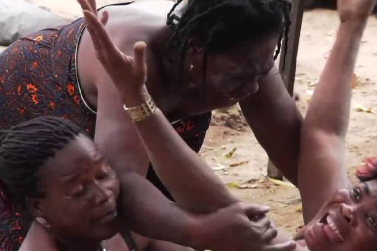 En Côte d'Ivoire, des femmes payées pour pleurer aux funérailles d'inconnus (Vidéo)