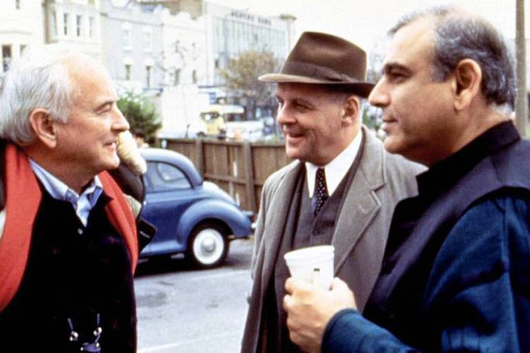 JAMES IVORY with ANTHONY HOPKINS and ISMAIL MERCHANT during production of REMAINS OF THE DAY, 1993 Copyright: Reporters / Everett