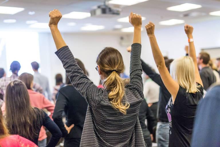 """Les réseaux féminins, des lieux de solidarité : """"Même si on est toutes différentes, on partage la même posture dans la société, qui est d'être le second sexe"""""""