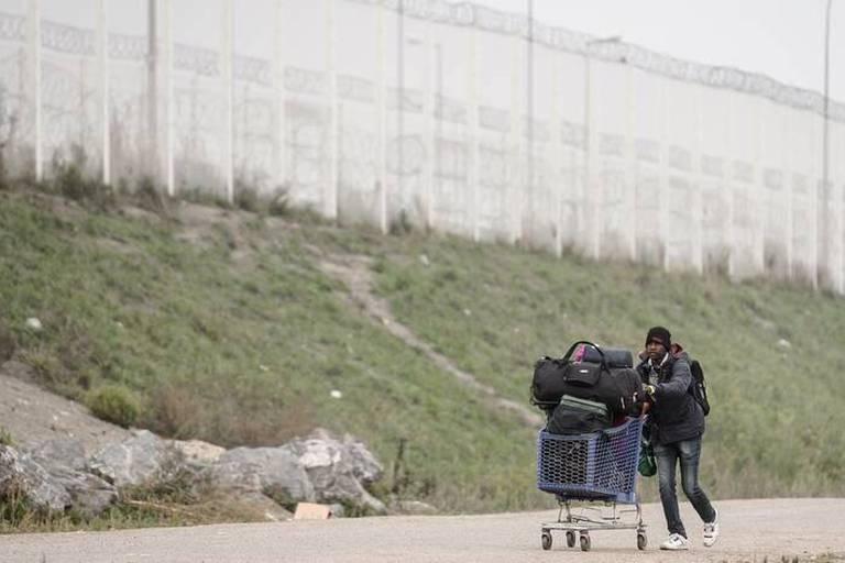 Migrants: Londres va injecter jusqu'à 40 millions pour ses contrôles à Calais