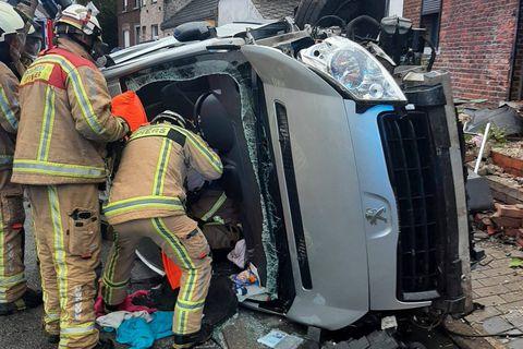 Accident spectaculaire à Frameries : Une camionnette se renverse sur le flanc, trois blessés dont un bébé de 15 mois