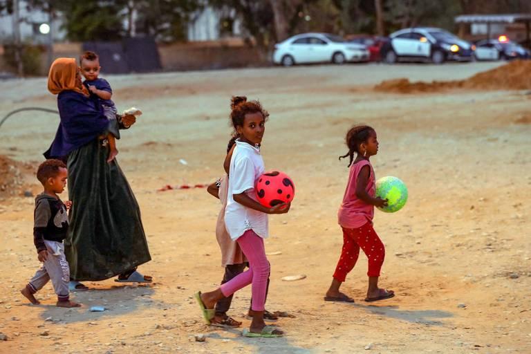 """Libye: un millier de femmes et enfants migrants en """"danger immédiat"""""""