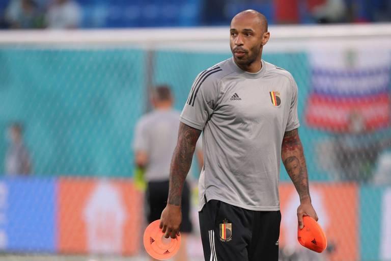 """Thierry Henry préfère ne pas s'enflammer à propos du transfert de Messi au PSG: """"Ils prennent un peu trop de buts à mon goût"""""""
