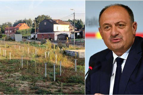 """""""Il y a l'objectif d'arriver à stopper l'artificialisation des sols d'ici 2050. À l'heure actuelle, nous prenons 11 kilomètres carrés par an sur la nature en Wallonie"""", souffle Willy Borsus, ministre wallon en charge de l'Aménagement du territoire."""
