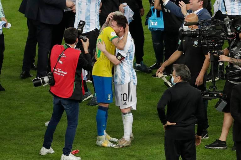 La magnifique accolade entre Messi et Neymar après la victoire de l'Argentine contre le Brésil (VIDEO)