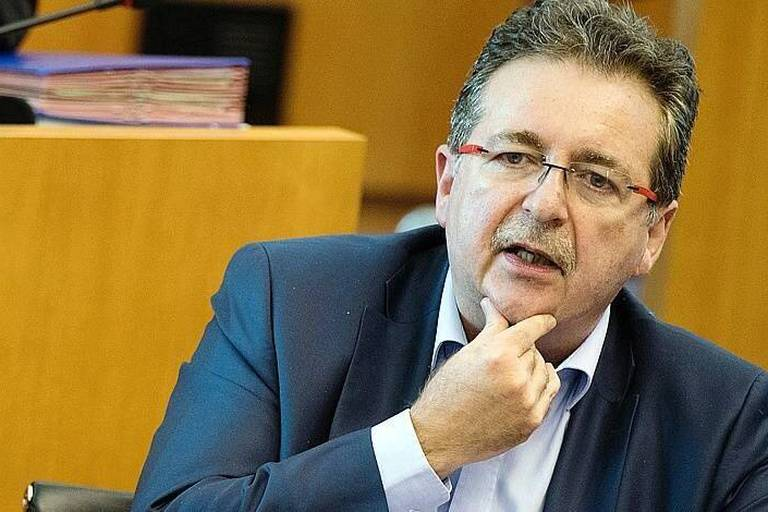 Brussels region Minister of Finance, Budget and External relations Guy Vanhengel and Brussels region Minister-President Rudi Vervoort pictured during a plenary session of the Brussels Parliament in Brussels with the debate on the government's political declaration, Friday 21 October 2016. BELGA PHOTO BENOIT DOPPAGNE