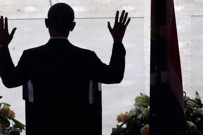 """Hommage à Mandela: Obama salue """"un géant de l'histoire"""""""