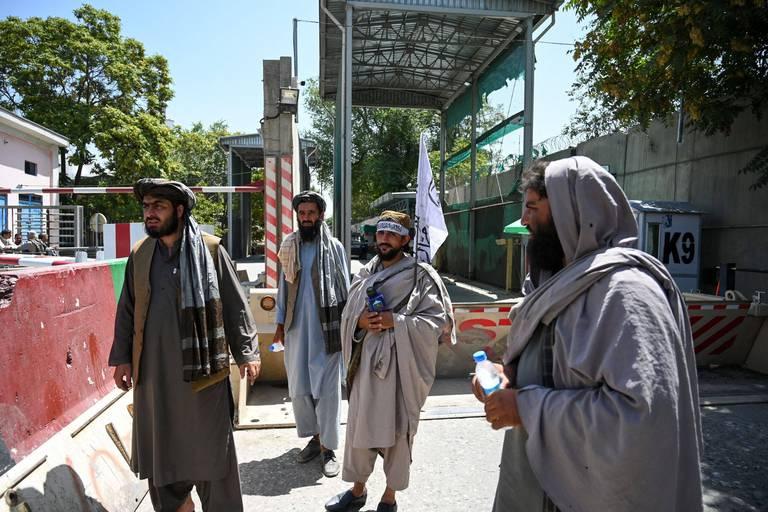 """""""Ils chantent mort à l'Amérique mais ils ont l'air sympas en même temps, c'est totalement bizarre"""" : une journaliste de CNN est allée à la rencontre des talibans"""