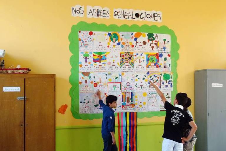 Dans les écoles, le projet 'Racines' aide les élèves à découvrir leurs ancrages familiaux