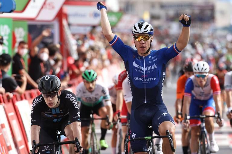 La Vuelta : le Néerlandais Fabio Jakobsen gagne la 8e étape au sprint, Primoz Roglic reste en tête