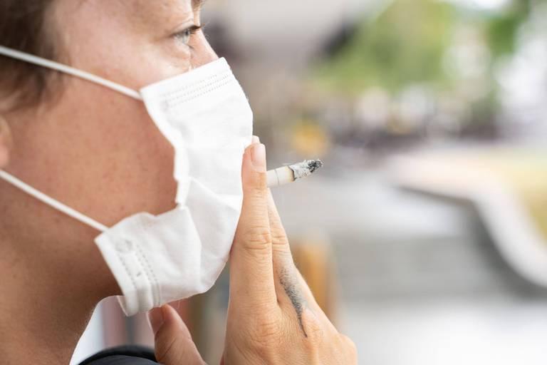 Coronavirus: Le risque pour les fumeurs de développer une forme sévère est augmenté de 50%