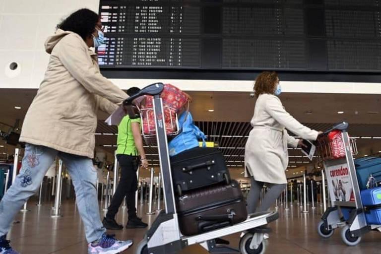 """Files interminables à l'aéroport de Zaventem ce matin: """"On va tous rater nos avions"""""""