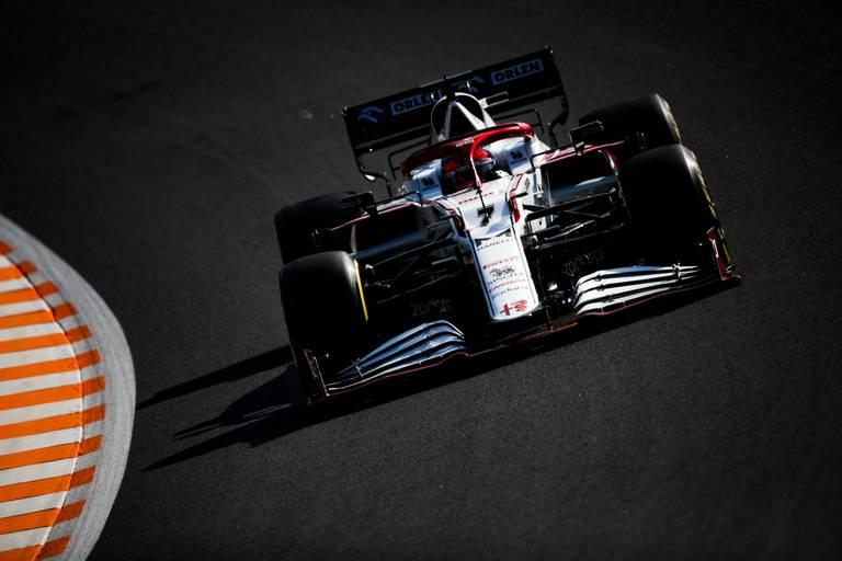 Positif au Covid-19, Kimi Räikkönen contraint au forfait, Robert Kubica le remplace