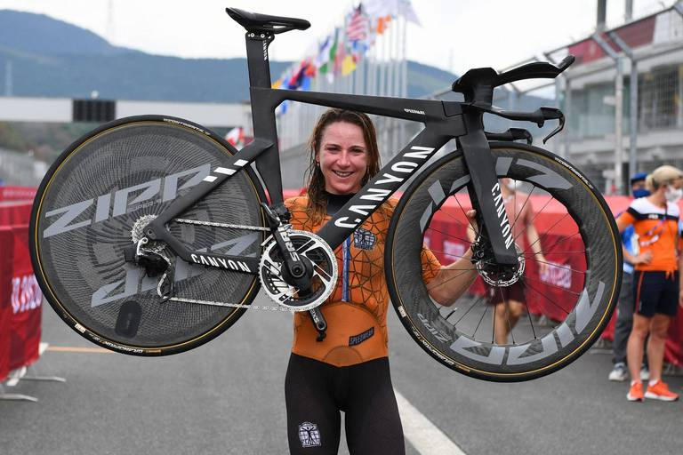 Annemiek Van Vleuten remporte le contre-la-montre dames, la Belge Julie Van de Velde 19e