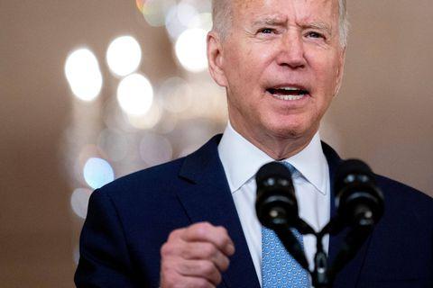 """Joe Biden fustige la décision de la Cour suprême sur l'avortement qui provoque """"le chaos"""""""