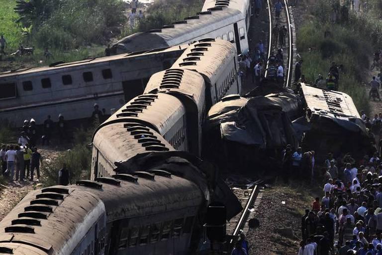 Accident de train en Egypte : six secouristes sanctionnés pour avoir pris des selfies