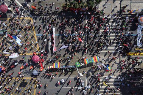"""""""Bolsonaro génocidaire"""", """"Destitution tout de suite"""" : des dizaines de milliers de Brésiliens manifestent contre Bolsonaro"""