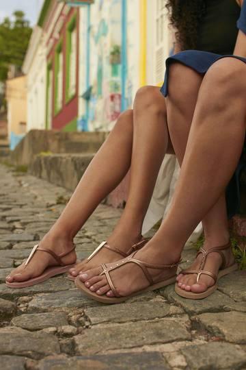 Les tongs devenues sandales, un must pour les Brésiliennes et les autres !