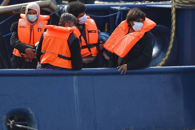 Le gouvernement britannique songe à refuser systématiquement l'asile aux migrants sans papiers